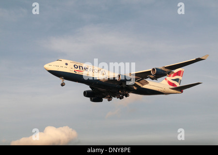 Un Boeing 747-436 de British Airways (G-CIVP) pour atterrir à l'aéroport de Heathrow, Londres, Royaume-Uni. Banque D'Images