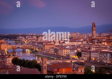 Daybreak sur Florence et l'Arno, Toscane, Italie Banque D'Images