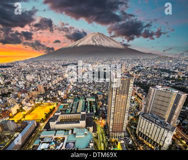 Tokyo, Japon cityscape avec Mt. Fuji. Banque D'Images