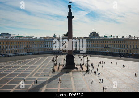 La place du palais avec la colonne Alexandre avant l'Ermitage (Palais d'hiver), site de l'UNESCO, Saint-Pétersbourg, Banque D'Images