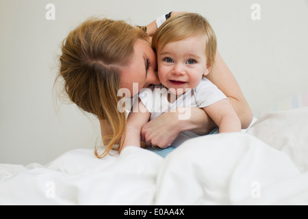 Portrait of mid adult woman hugging her an baby girl Banque D'Images