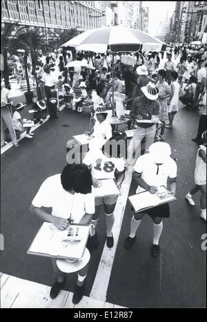 25 février 2012 - La circulation interdite pour Ginza Artistes; tout le trafic a été interdit sur le Ginza, Tokyo's Banque D'Images