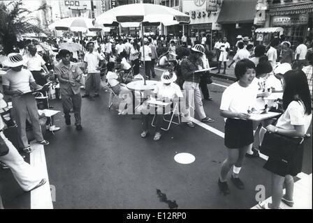 24 février 2012 - La circulation interdite pour Ginza Artistes; tout le trafic a été interdit sur le Ginza, Tokyo's Banque D'Images