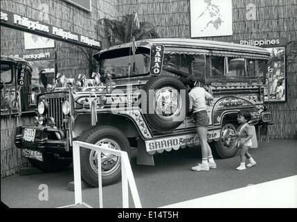 18 avril 2012 - Philippine ''Taxi'' s'affiche dans Tokyo: l'un des décorés beaucoup ''philippine Jeepneys'' qui Banque D'Images