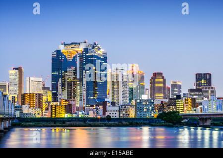 Osaka, Japon à l'horizon de l'ensemble du Umeda Yodogawa River. Banque D'Images