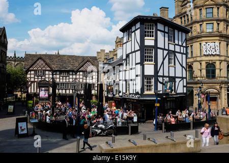 L'ancienne auberge de Wellington et Sinclairs Oyster Bar dans le centre-ville de Manchester UK Banque D'Images