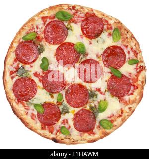 Pizza salami frais isolé sur fond blanc Banque D'Images