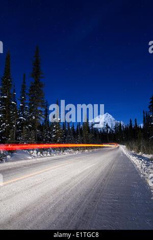 Véhicule léger sentiers le long de la route du mont Shark dans le parc provincial de la vallée de pulvérisation, Banque D'Images