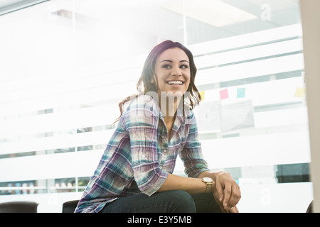 Portrait of young businesswoman in office Banque D'Images