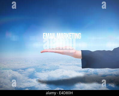 Businesswomans hand presenting email marketing Banque D'Images