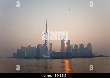 Lever de soleil sur l'horizon de Pudong, Shanghai, Chine Banque D'Images