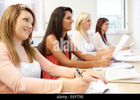 Étudiants en classe Banque D'Images