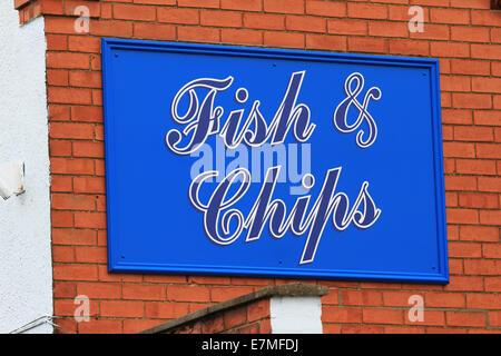 Les poissons, frites et petits pois, rien n'est plus britannique que du poisson et des frites. Chaud, fraîchement Banque D'Images
