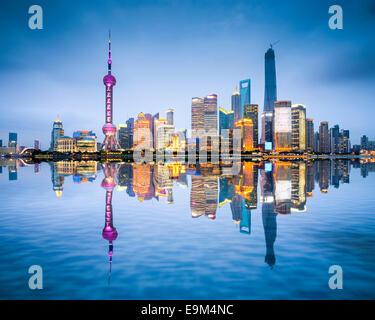 Shanghai, Chine sur les toits de la ville du district de Pudong. Banque D'Images