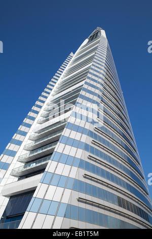 Manama, Bahreïn - le 21 novembre 2014: Bahrain World Trade Centre. Il s'agit d'un 240 mètres de haut, 50 étages, Banque D'Images