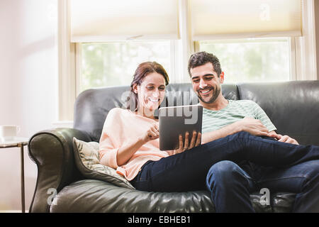 Couple on sofa Banque D'Images