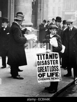 Naufrage du Titanic le 15 avril 1912 tel que rapporté dans le London Evening News Banque D'Images