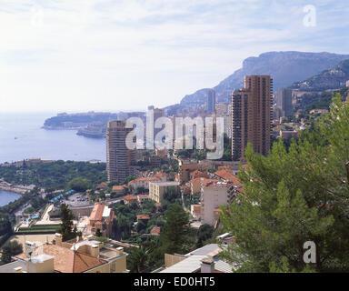 Vue sur le port et Monte Carlo à partir de la Route de la Moyenne Corniche, Monte Carlo, Principauté de Monaco Banque D'Images