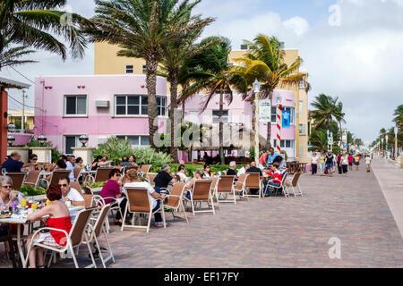 Floride Hollywood Broadwalk Nord voie piétonnière promenade balade Océan Atlantique beach restaurant en plein air Banque D'Images