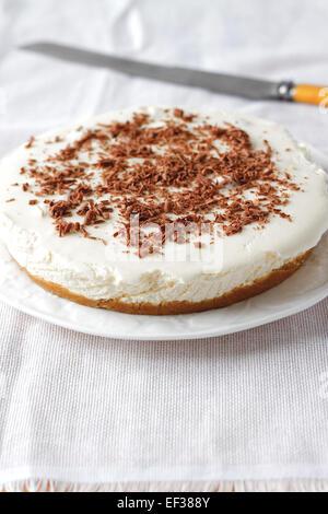 Gâteau au fromage avec des copeaux de chocolat Banque D'Images