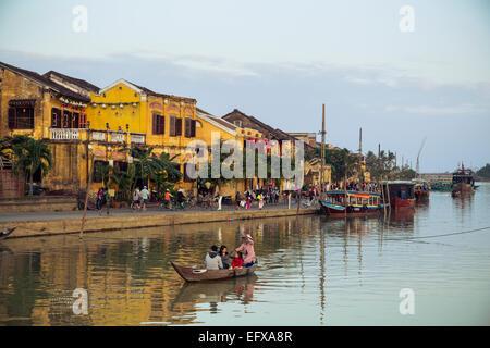 Bateaux à la rivière Thu Bon, Hoi An, Vietnam. Banque D'Images