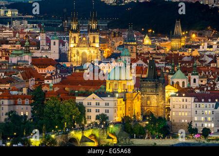 République tchèque, Prague, ville Skyline at Dusk Banque D'Images