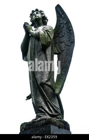 Stone angel dans un cimetière avec le mot 'Sympathy' à ses pieds. Banque D'Images