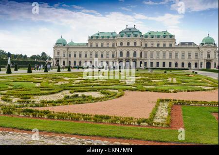 Le Palais du Belvédère avec son vaste jardin paysager, Vienne, Autriche. Banque D'Images