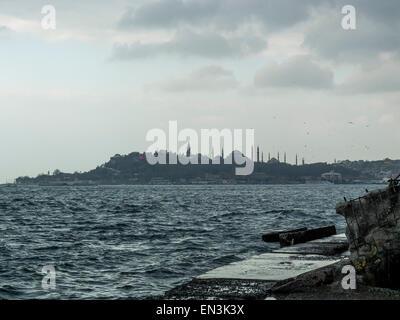 Istanbul, Turquie - Vue sur le Bosphore de Sainte-Sophie et la Mosquée Bleue Banque D'Images