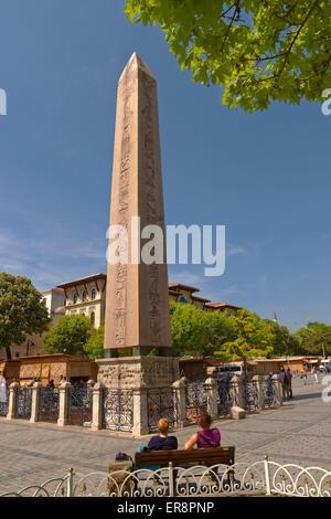 L'obélisque de Théodose, l'obélisque égyptien antique du pharaon Thoutmosis III à l'Hippodrome, Sultanahmet, Istanbul, Banque D'Images