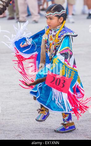 Native American girl prend part à la 26e assemblée annuelle de la tribu Paiute Pow Wow à Las Vegas Banque D'Images