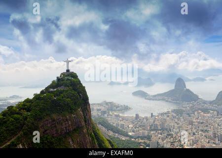 Rio de Janeiro, Corcovado montrant des paysages le Christ et le Pain de Sucre, Site de l'UNESCO, Rio de Janeiro, Banque D'Images