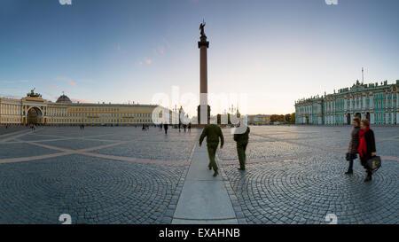La Place du Palais, la colonne d'Alexandre et de l'Ermitage, palais d'hiver, UNESCO World Heritage Site, Saint-Pétersbourg, Banque D'Images