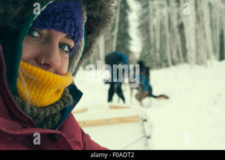 Jeune femme portant des vêtements d'hiver, Close up Banque D'Images