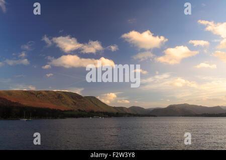 Coucher de soleil sur Ullswater, Pooley Bridge village, Parc National de Lake district, comté de Cumbria, Angleterre, Banque D'Images