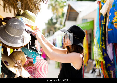 Woman looking at hats Banque D'Images