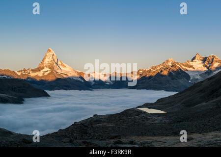 Cervin avec les nuages au lever du soleil, Suisse Banque D'Images