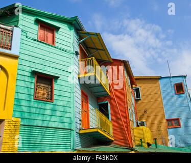Les célèbres bâtiments colorés de La Boca à Buenos Aires Banque D'Images