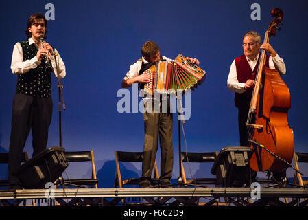 Groupe folklorique slovène effectuant au 27e Festival de Folklore CIOFF international Folkart, Festival le Carême, Banque D'Images
