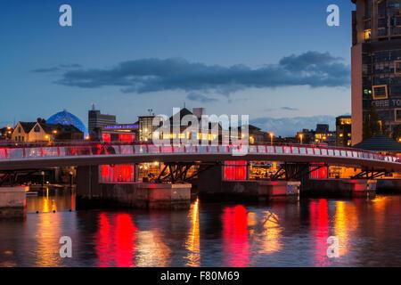 Lagan Weir et pied Pont du cycle, à Belfast en Irlande du Nord Banque D'Images