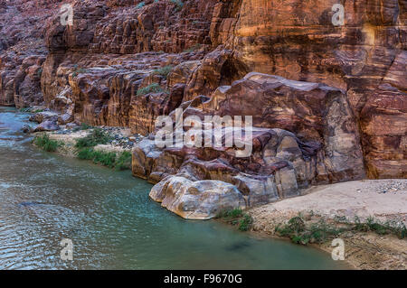 Beau Wadi Mujib en Jordanie Banque D'Images