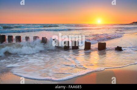 Au coucher du soleil, de la mer Baltique occidentale, Pologne Banque D'Images
