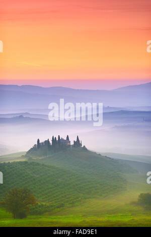 Val d'Orcia à l'aube, Toscane, Italie Banque D'Images