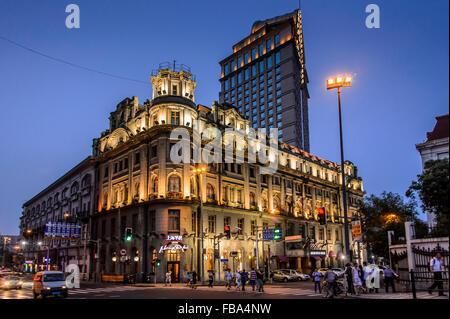 La Chine, Shanghai, Lujiazu, Astor House Hotel de nuit Banque D'Images