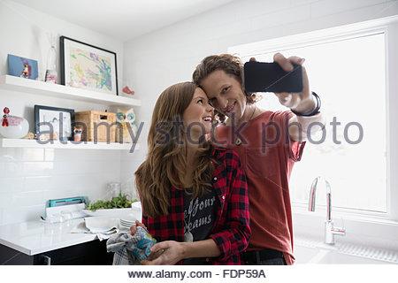 Couple qui cuisine en selfies Banque D'Images