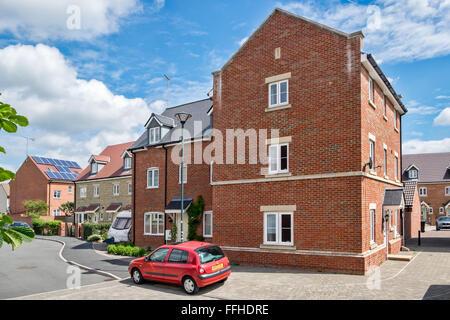 Une histoire typique 3 accueil sur une journée ensoleillée dans une banlieue moderne dans le Nord de Swindon, Wiltshire, Banque D'Images