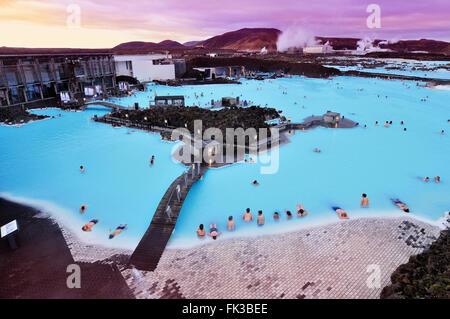 Le spa géothermal Blue Lagoon à Grindavík sur la péninsule de Reykjanes, au sud-ouest de l'Islande. Banque D'Images