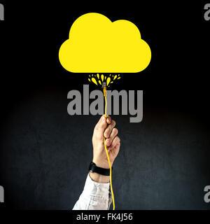 Businessman de brancher le câble de réseau local pour se connecter à internet, de services de cloud computing Cloud Banque D'Images