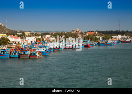 Bateaux de pêche dans le port de Phan Rang, province de Ninh Thuan, Vietnam Banque D'Images