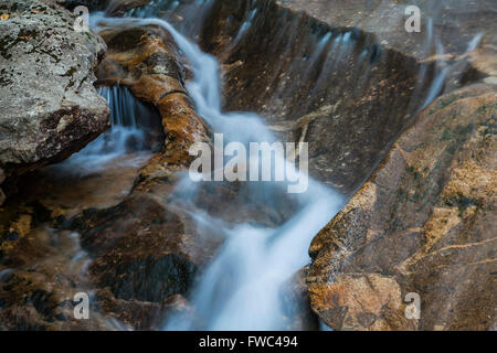 Les eaux de la rivière Pemigewasset précipiter par Franconia Notch State Park près du bassin, Grafton Co., NH Banque D'Images